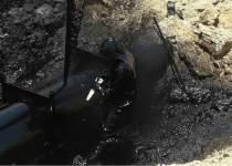 تصویر کار و تلاش یکی از کارکنان پیمانکاری در مناطق عملیاتی نفت را نشان میدهد | نفت آنلاین