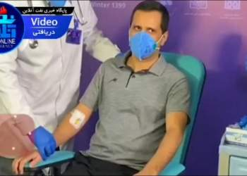 تزریق واکسن ایرانی کرونا به یک مدیر نفتی