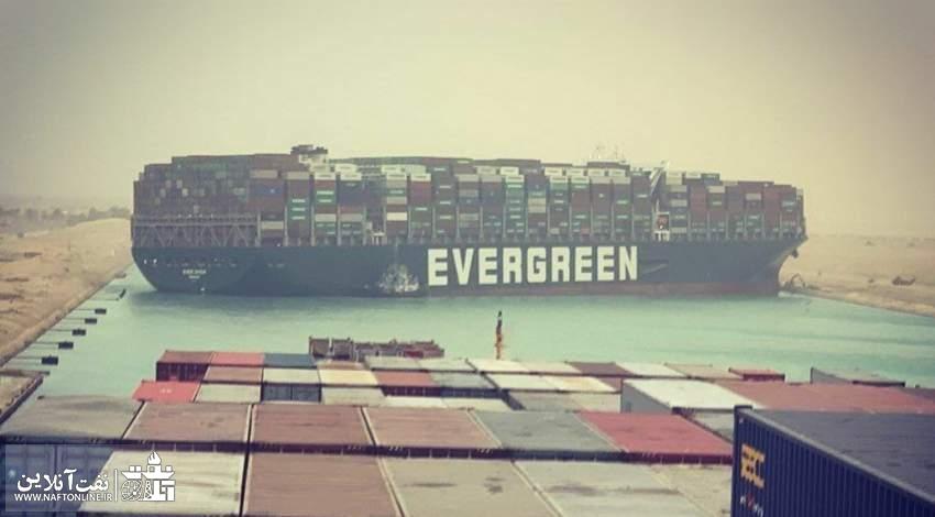 تصویری از کشتی متوقف شده در کانال سوئز